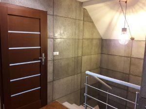 klatka schodowa z betonem architektonicznym