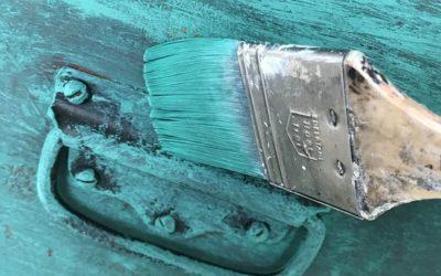 Malowanie mebli – czym pomalować stare meble i jak się do tego zabrać?