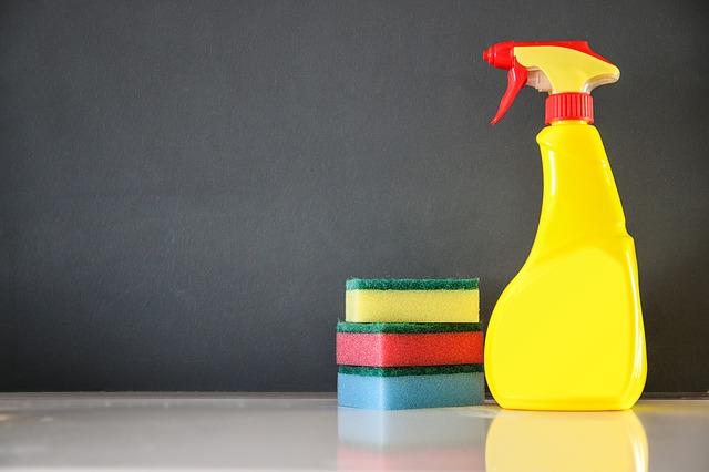 Jak czyścić ściany – przydatne porady, aby w domu zawsze było czysto