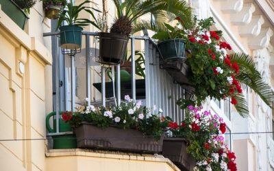 Jak urządzić taras i balkon – inspiracje, które Cię zaskoczą