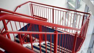 betonowe schody wewnętrzne do domu