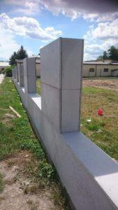 ogrodzenie mur z płyt beton