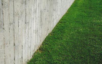 Ogrodzenie nie musi być nudne. 3 pomysły na ogrodzenia i murki