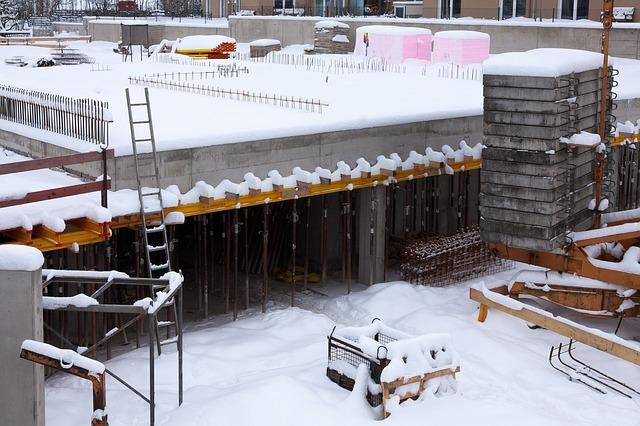 Jak zabezpieczyć beton zimą? Poznaj sposoby na pękający beton