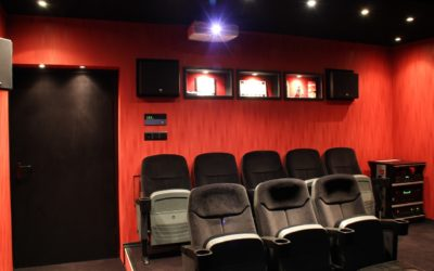 Stylowy salon i kino domowe – jak urządzić. Pomysły i inspiracje