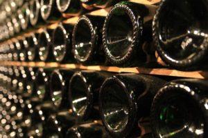 piwniczka na wino w piwnicy
