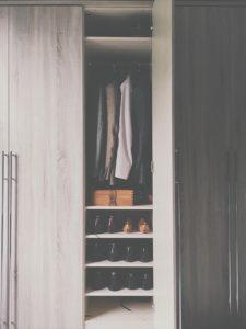 garderoba w komórce w mieszkaniu
