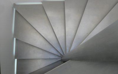 Jak odpowiednio pielęgnować schody betonowe?