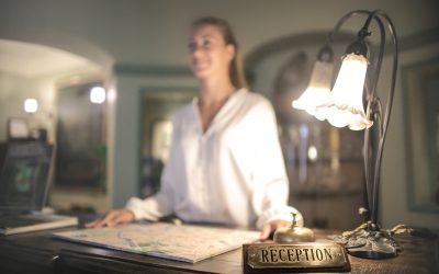Jak urządzić recepcję w hotelu?